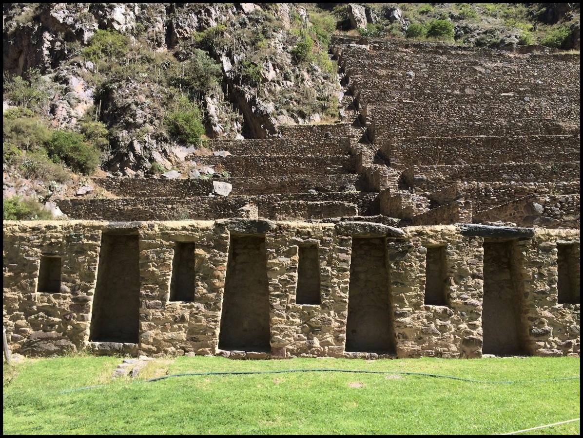 Trapezoidal shaped niches